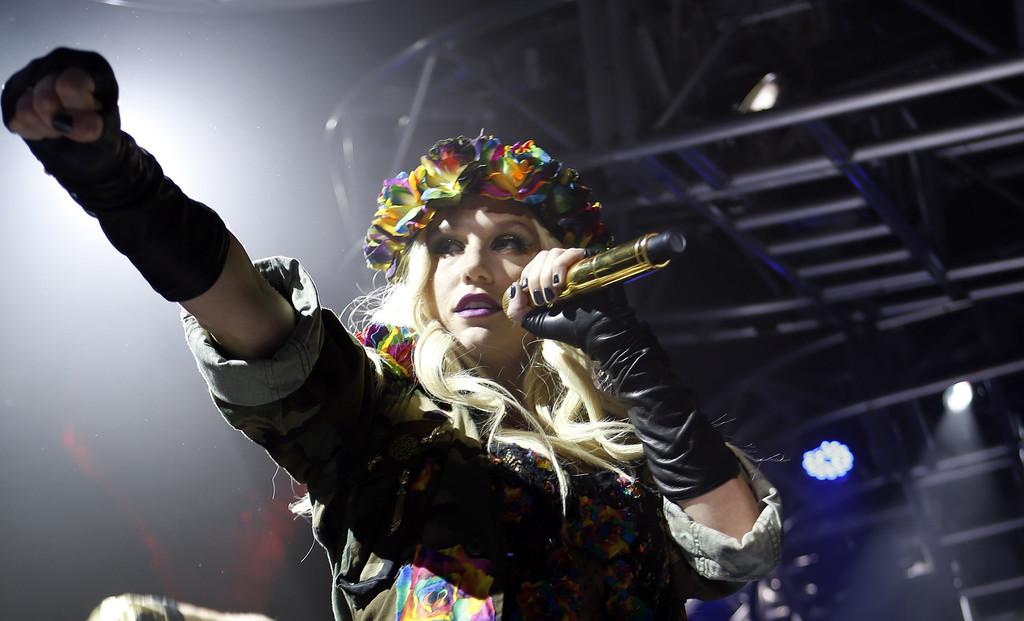 Kesha+iHeartRadio+Celebrates+CES+2013+Exclusive+GS2QYjgRwKUx
